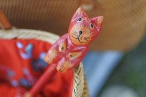 木彫りの動物 鉛筆 ネコ