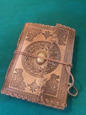 天然石の入った魔導書ノート