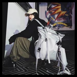 【お取り寄せ】カジュアル ロングリボン マスコット付き スクエアリュック 2色 ユニセックス