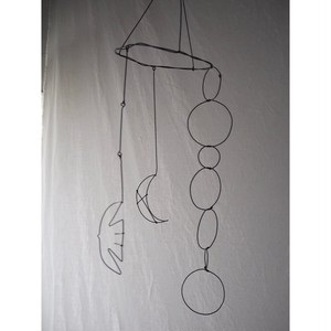 祈りの月、羽ばたく鳥 モビール/wire craft LeaF