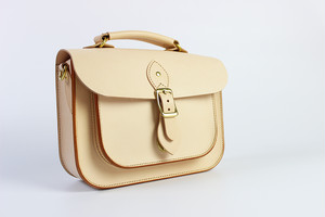 JAPAN LANSUI DESIGN 名入れ対応 ヌメ革手作り手縫い ショルダーバッグ トートバッグ 品番JDI8FIEKD