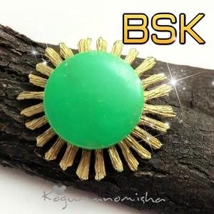 BSK社★鮮やかなエメラルドグリーン ルーサイト ヴィンテージ フラワー ブローチ 1950s レトロ アーリープラスチック