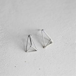 四面体ピアス/イヤリング シルバー925 1ピース(片耳分の価格になります)by Haru Suzuki