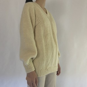 Ivory V-neck pullover wool sweater (V4645A)