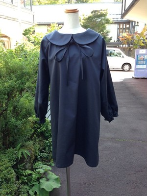 ふっくら長そでとミニ丈のバランスが可愛いAライン丸襟ワンピース(アイアンブルー) 一点物