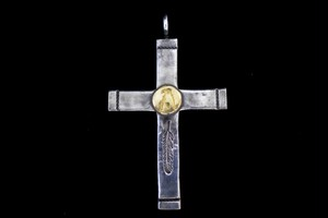 Light 18k eagle metal cross
