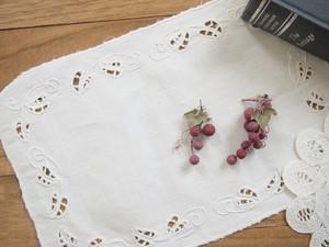 食べかけ葡萄のアシンメトリーピアス/イヤリング(赤ワインの葡萄)
