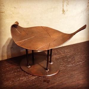 「葉っぱ」銅のオブジェ
