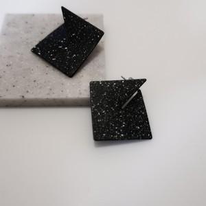 [P#001] SandSquare_Pierced-black
