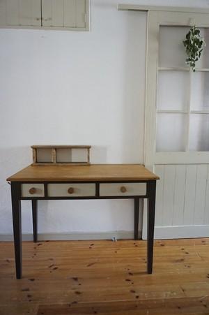 手作りの北欧色の机(茶色)