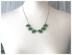緑の襟ネックレス