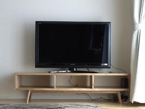 日本の木のテレビキャビネット
