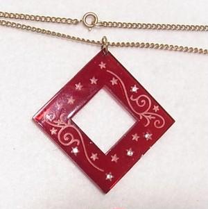 ヴィンテージ 菱形のプラスティックペンダントネックレス アクセサリーのセール通販 5310N