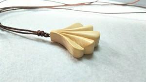 木のアクセサリー 青森ひばのネックレス 芽吹き