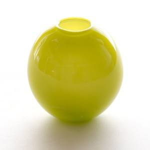 balloon vase  -apple green-