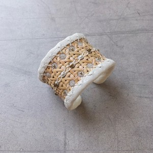 Arabesque bangle 03-L / col.Beige