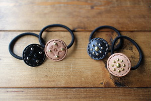 Leather Concho Hair Elastic ヘアゴム (Studs&Stamp、Flower Studs)