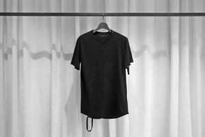 ASKYY / CUT OUT TEE / BLK