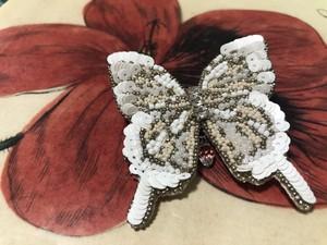 Atelier Sankayou 白いアゲハ蝶ブローチ 一点物