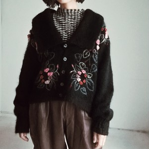 BIG COLLAR EMBROIDERY KNIT CARDIGAN.