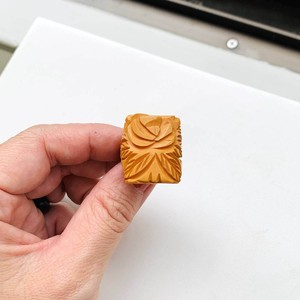 BAKELITE バタースコッチ ベークライト carved リング(butterscoch rose rectangle)