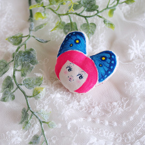 蝶々リボンの女の子ブローチ(ピンク)
