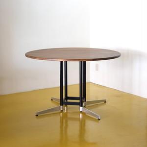 Karl 120 Round Table