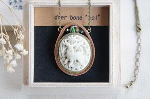 *環のなかの森* 森の中の鹿 A*deer bone*