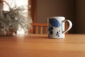 砥部焼/マグカップ/ブルー木の葉