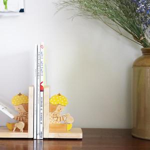 セール☆黄色い帽子の女の子が座るブックエンド(1個)