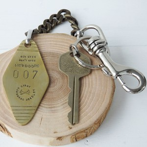 Series ANSWER KEY CHAIN 007 Vintage KEY+(LONG TYPE) by DYANI