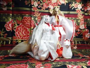 油絵調CG絵画:白無垢の花嫁衣裳を着た妖狐と巫女衣装の美少女