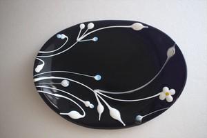 松下高文|見上げる景色 ガラス楕円皿 黒白花