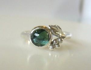 グリーントルマリンと葡萄の指輪