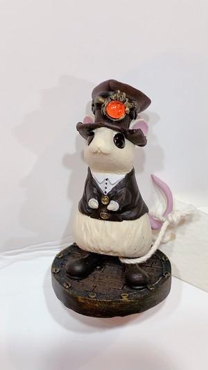 【服の街】ハート帽子のネズミ