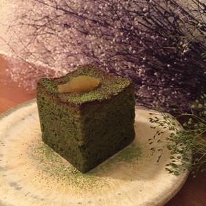 グルテンフリー:抹茶と黒豆のキューブケーキ