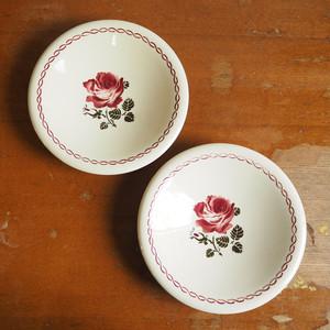 Badonviller(バドンヴィレ)の赤いバラのお皿