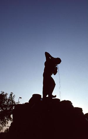 バグダッド 水汲みの銅像