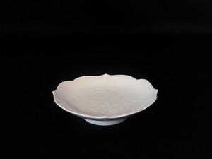 【井上萬二作】白磁牡丹彫文皿