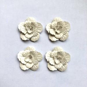 白いお花のメタルカボション