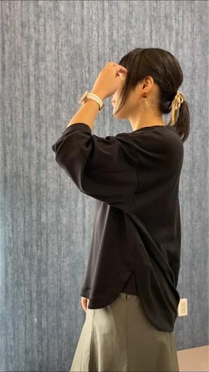 京都ブランド自慢の立体シルエットを取り込んだカットソー