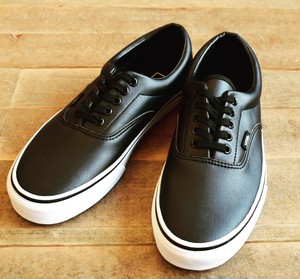 VANS(バンズ) ERA CLASSIC TUMBLE LEATHER BLACK/TRUE WHITE