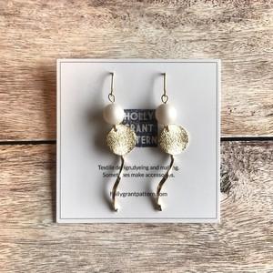 pierce or earring / マットパールとゴールドライン