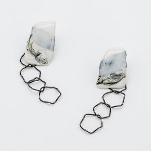 """""""カミノカタチ"""" Ceramic paper pierced earrings ◼︎White╳Black"""