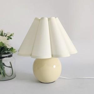 vintage retro pleats shade lamp 3colors / ヴィンテージ レトロ プリーツ シェード ランプ テーブル ライト スタンド 傘 照明 韓国 北欧 雑貨