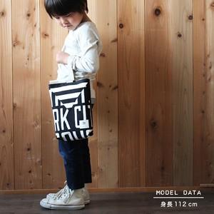 斜めカットのシューズバッグ<letter & stripe>BLACK