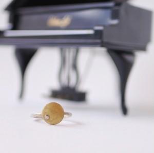 ヴィンテージスタインウェイのパーツを使った月を思わせるリング S-026 vintage steinway piano capstan ring with CZ (Moon: CLR)