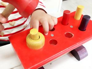 【2歳からのおもちゃ】 ニック社(ヴォルター) 大工さん 集中力を育てます!