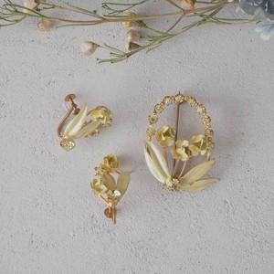 オーストリア 黄色い花のブローチとイヤリングのセット