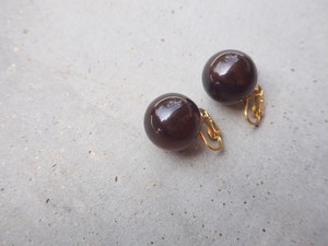 〈vintage〉bakelite ball earrings
